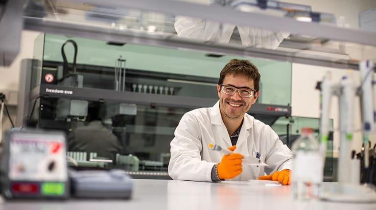 Swiss employee in a laboratory.